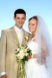 Glückliches Hochzeitspaarlächeln Stockfotografie