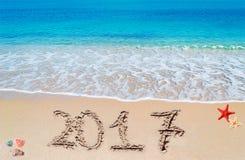 Glückliches 2017 im Sand Stockbild