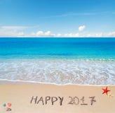 Glückliches 2017 im Sand Stockfoto