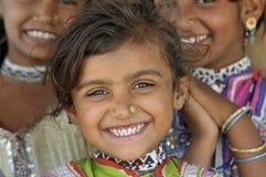 Glückliches indisches Dorfmädchen Stockfotos