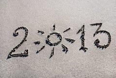 Glückliches Jahr 2013 auf dem Seestrand Stockbild