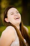 Glückliches Jugend- oder jugendliches Mädchen draußen Lizenzfreies Stockbild