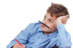 Glückliches jugendlich Bleistifte verwirren zu Hause Lustige Weise, Spaß zu haben Lizenzfreies Stockbild
