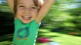 Glückliches Jungenspinnen stock footage