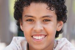 Glückliches junges Jungen-Portrait Stockfotografie