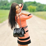 Glückliches junges Mädchen mit Tasche Stockbild