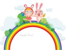 Glückliches Kaninchen und Kind auf Regenbogen Lizenzfreie Stockfotografie