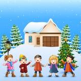 Glückliches Kind, das im schneienden Dorf singt lizenzfreie abbildung