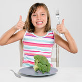 Glückliches Kind der gesunden Ernährung stockbild