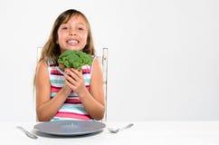 Glückliches Kind der gesunden Ernährung lizenzfreie stockfotos