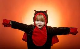 Glückliches Kind in Halloween auf der Welt Trick oder Festlichkeit Halloween-Kleider und Dracula-Kostüme Beste Ideen für Hallowee stockbilder