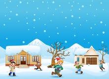 Glückliches Kind-plaiyng im schneienden Dorf stock abbildung