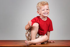 Glückliches Kindlächeln Stockfoto