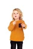 Glückliches kleines blondes Kind-whith gelbes Trikot Stockfotografie