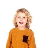 Glückliches kleines blondes Kind-whith gelbes Trikot Lizenzfreies Stockbild