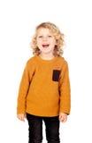 Glückliches kleines blondes Kind-whith gelbes Trikot Stockfotos