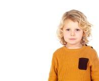 Glückliches kleines blondes Kind-whith gelbes Trikot Lizenzfreie Stockfotos