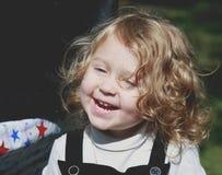 Glückliches kleines Mädchen Lizenzfreie Stockfotografie