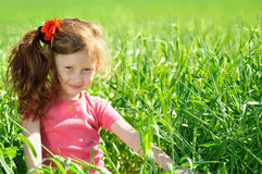 Glückliches kleines Mädchen lizenzfreies stockbild