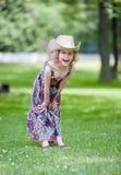 Glückliches kleines Mädchen im Cowboy Hat Lizenzfreie Stockfotos