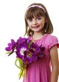 Glückliches kleines Mädchen mit Bündel Tulpen blüht Stockfotos