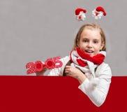 Glückliches kleines Weihnachtskindermädchen Lizenzfreie Stockbilder