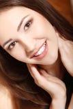 Glückliches Lächeln des jugendlich Mädchenschönheits-Gesichtes Lizenzfreie Stockfotos