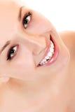 Glückliches Lächeln des jugendlich Mädchenschönheits-Gesichtes Stockfotos