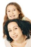 Glückliches lächelndes Mutter- und Tochterkind Stockfoto