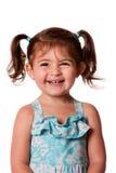 Glückliches lachendes junges Kleinkindmädchen stockfotos