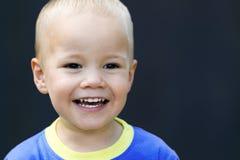 Glückliches lachendes Kind Lizenzfreie Stockfotos