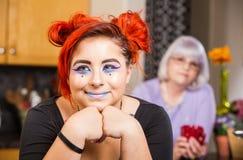Glückliches Mädchen in der Küche Lizenzfreies Stockfoto