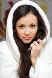 Glückliches Mädchen in einem Bademantel Lizenzfreie Stockfotografie
