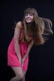 Glückliches Mädchen in einem rosa Kleid Lizenzfreie Stockfotos