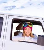 Glückliches Mädchen im Auto Stockfotos