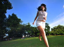 Glückliches Mädchen im Park 3 Stockfotos