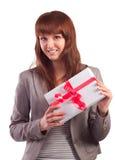 Glückliches Mädchen mit dem Geschenkboxlächeln stockbild