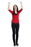 Glückliches Mädchen mit den rised Händen und oben schauen lizenzfreie stockfotos