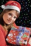 Glückliches Mädchen mit ihrem Geschenk Lizenzfreies Stockbild