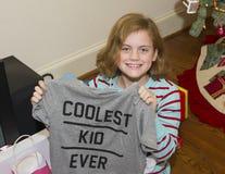 Glückliches Mädchen mit Weihnachtsgeschenk Lizenzfreie Stockfotos