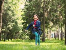 Glückliches Mädchen am Sommer Lizenzfreie Stockfotos