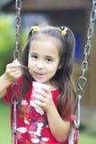 Glückliches Mädchen-Trinkmilch oder Jogurt Lizenzfreie Stockbilder