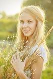 Glückliches Mädchenlächeln lizenzfreie stockfotografie