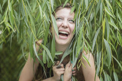 Glückliches Mädchenlachen lizenzfreie stockfotografie