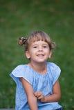 Glückliches Mädchenportrait Stockfotografie