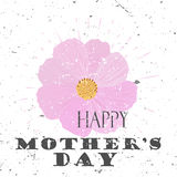 Glückliches Mutter ` s Tageskonzept mit Kosmos Blume und Beschriftungs-Typografie mit Explosion auf einem alten strukturierten Hi Stockfotos