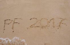 Glückliches neues Jahr auf dem Strand Lizenzfreie Stockbilder