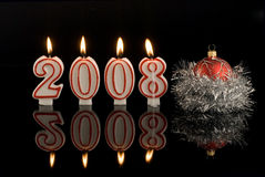 Glückliches neues Jahr leuchtet 2008 durch Stockbilder
