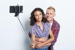 Glückliches Paar, das Fotos macht Lizenzfreies Stockbild