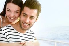 Glückliches Paar an der Sommerzeit Stockfotografie